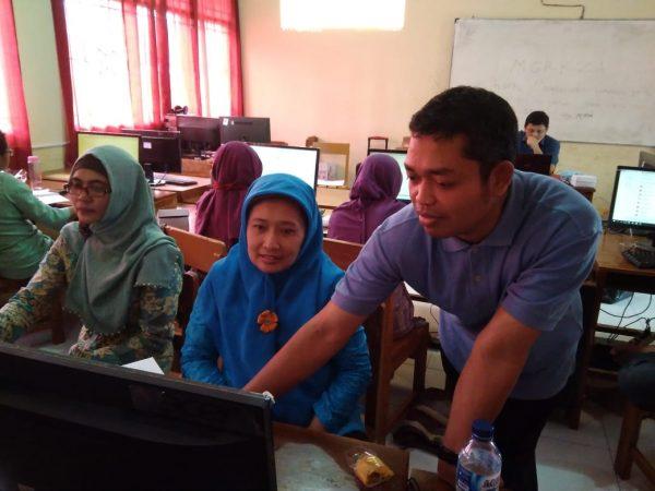 Pelatihan Media Layanan Berbasis Video untuk Guru BK SMP