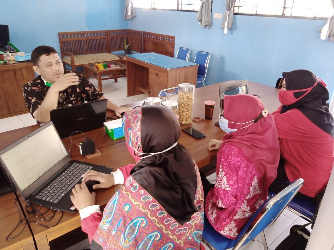 SMPN 2 Tuntang Belajar Bikin Website Sekolah